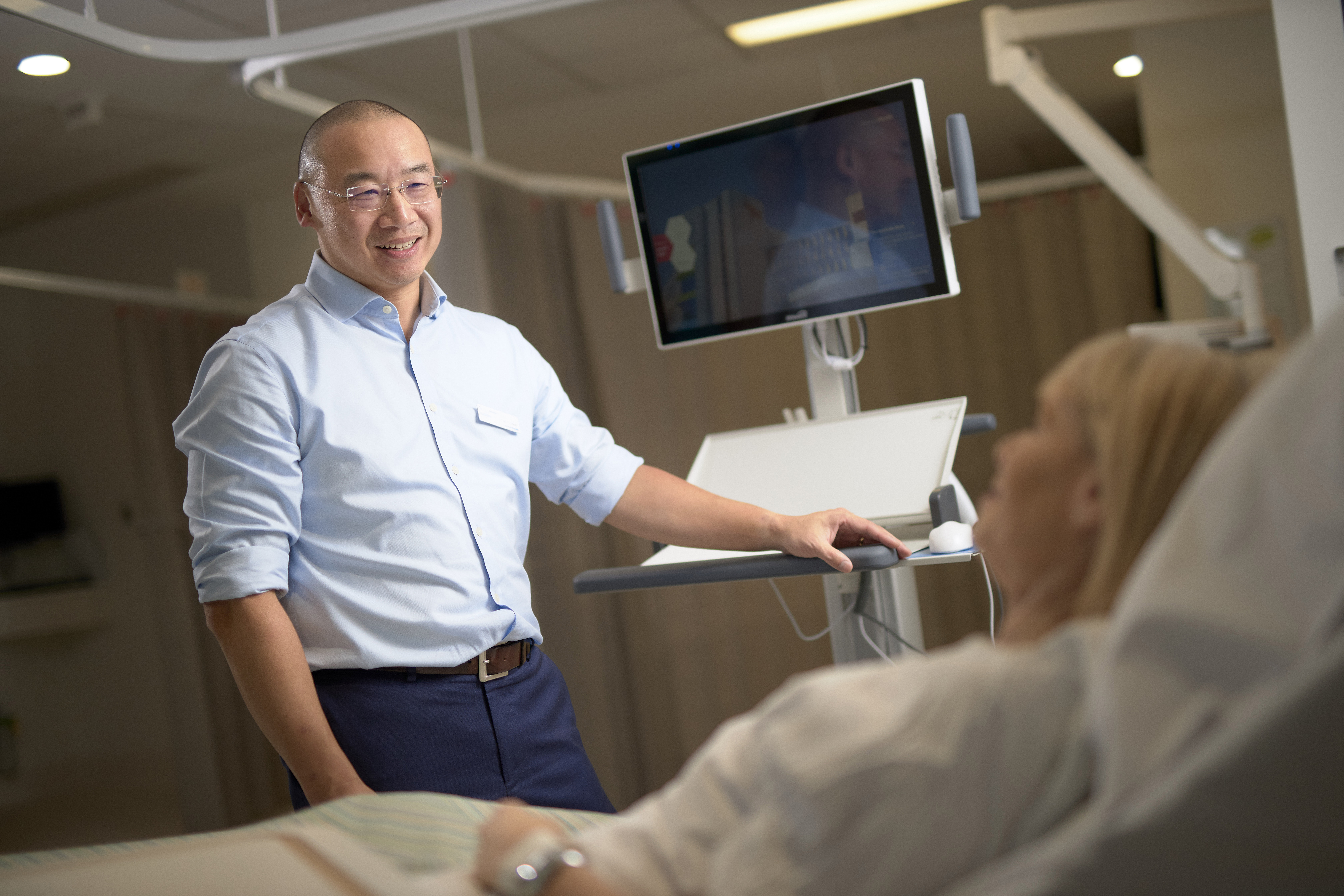 Doctor engages with patient while using slimline WOW